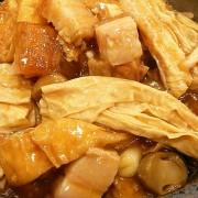 Roasted Pork Brisket - Tofu and Bean Curd Sheet in Sizzling Claypot - Causeway Bay
